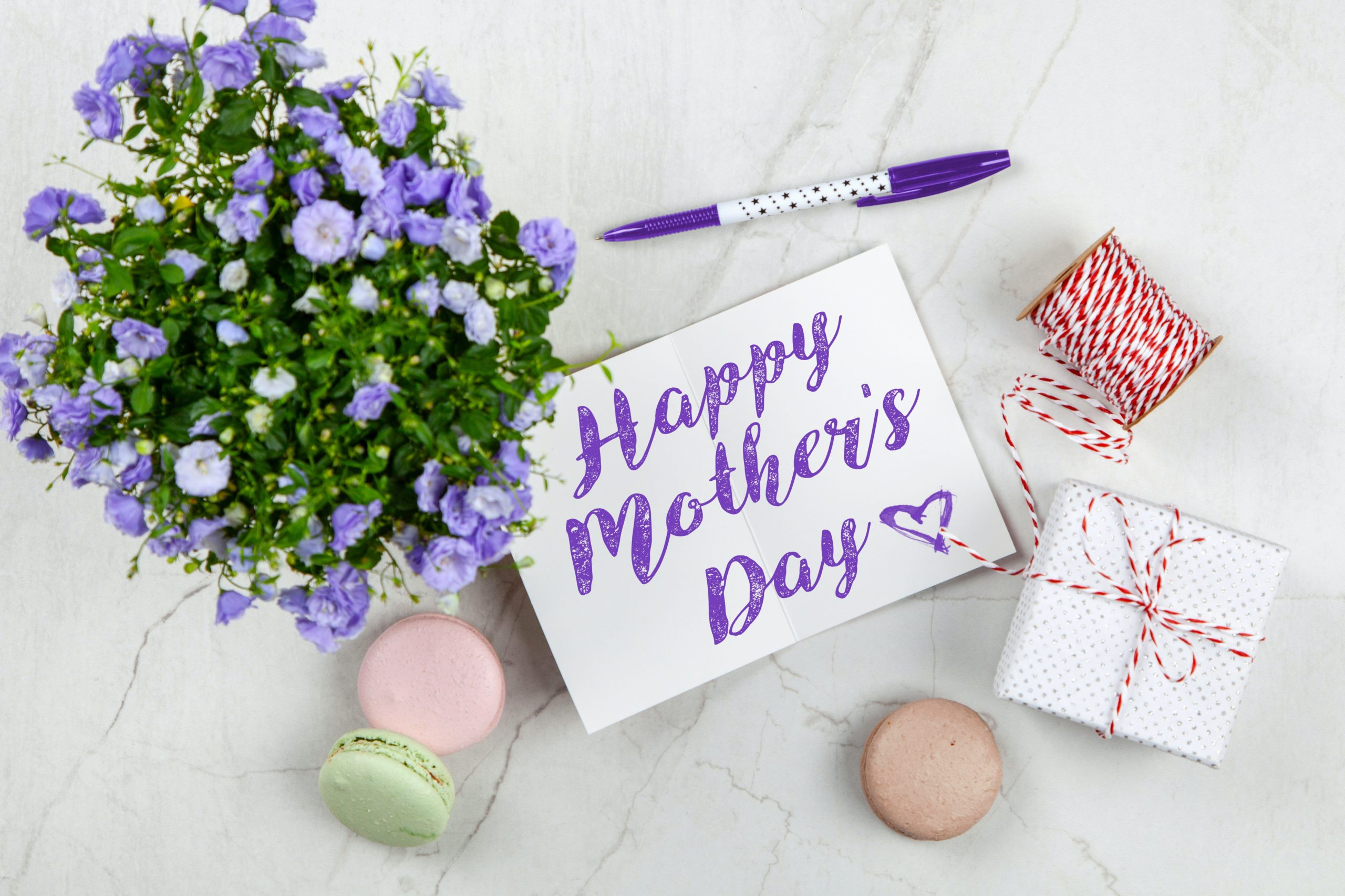 happy mothers day sign with flowers